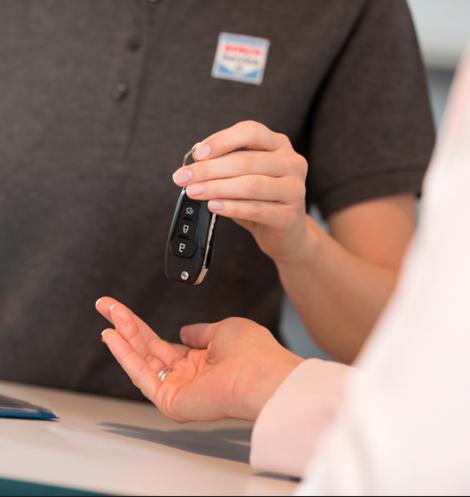 Transfert des clés après l'entretien d'un véhicule en leasing